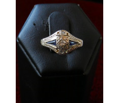 Art Deco prsteň Au briliant 0,14 ct a synt.zafír 0,10 ct