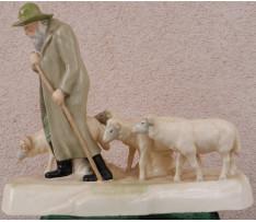 Bača s ovcami Royal Dux k.19.st. a zač. 20. st.