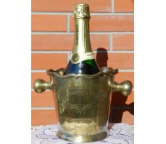Chladič nápojov v barokovom štýle