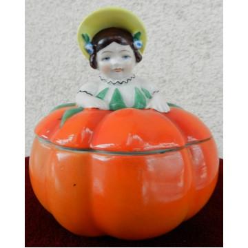 Dóza v tvare jablka s dievčatkom Goebel