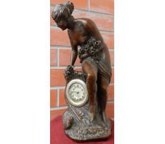 Stolové hodiny s postavou ženy zač.20 stor.